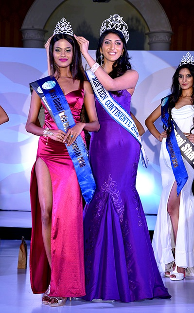 Miss Global India Intercontinental 2016 - Raavi Ambiger - crowned by Anjali Sinha (Miss Teen Continents 2016)